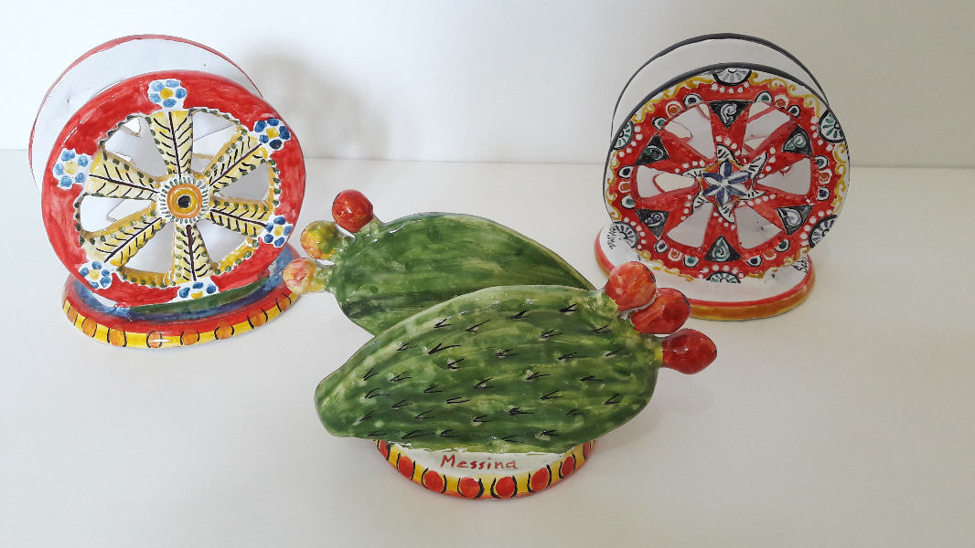 Napkin-holders-Wheel-cart-and-prickly-pears