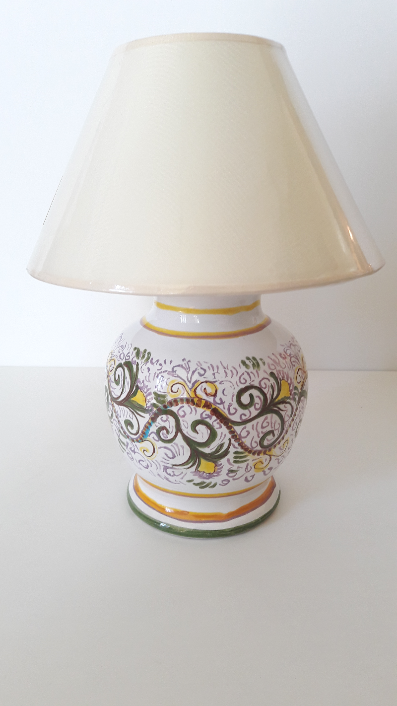 The-Base-Lamp-Is-Decorated-Curls